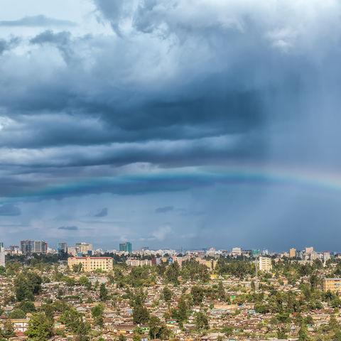 Regenbogen über Addis Abeba, Äthiopien