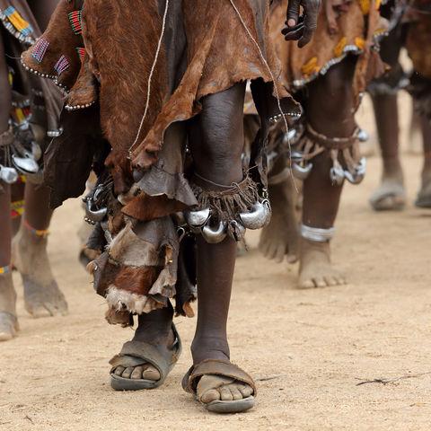 Tanzende Frauen vom Volk der Hamar im Omo Tal, Äthiopien
