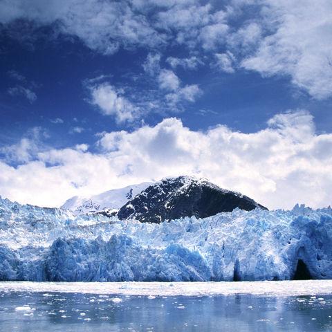 Gewaltige Gletscherabbruchkante im Tracy Arm Fjord, Alaska