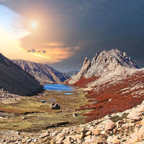 Sonnenaufgang auf einer Bergwanderung auf dem El Frey Trek, Bariloche, Argentinien
