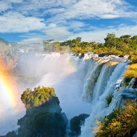 Regenbogen bei den Iguazu Wasserfällen, Brasilien