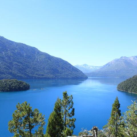 Traumhafte Seen- und Berglandschaft der Anden in Bariloche, Argentinien