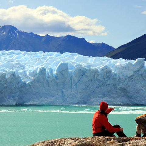 Blick auf den Perito Moreno Gletscher im Los Glaciares Nationalpark, Argentinien