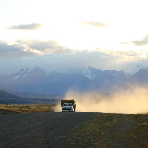 Typische Schotterpisten in Patagonien, Argentinien