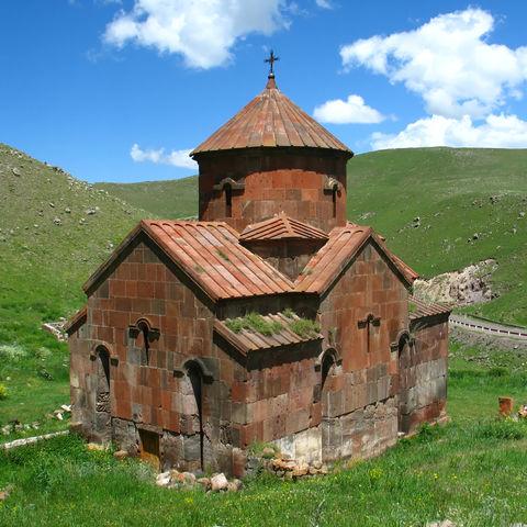 Typisches Bild im Lande: Mittelalterliche Kirche, Armenien