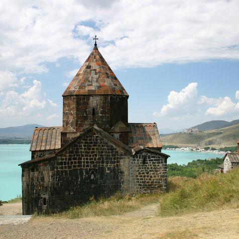 Mittelalterliche Kirche am Sevan-See, Armenien