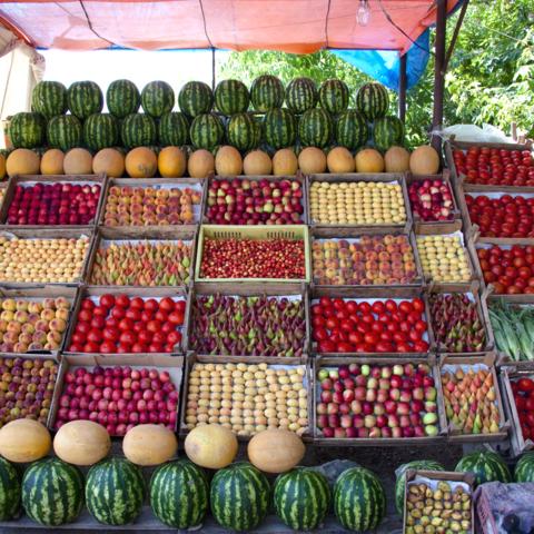 Früchte an einem armenischen Verkaufsstand, Armenien