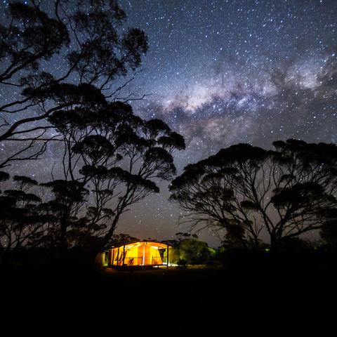 Zauber der Nacht: Campen unter freiem Sternenhimmel, Australien
