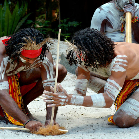 Kunst des Feuermachens der Aborigines © Rafael Ben Ari, Dreamstime.com