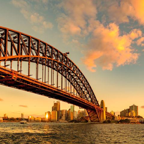 Sonnenuntergang über der Sydney Harbour Bridge und dem Opera House, Australien
