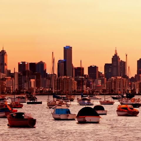 Die Skyline von Melbourne in der Abenddämmerung, Australien