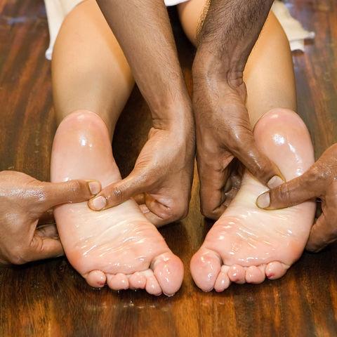 Ayurvedische Fußmassage mit Öl, Ayurveda