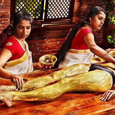 Von Kopf bis Fuß verwöhnt werden, Ayurveda