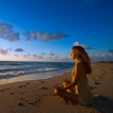 Wohltuend für die Seele: Meditation beim Wellenrauschen, Ayurveda