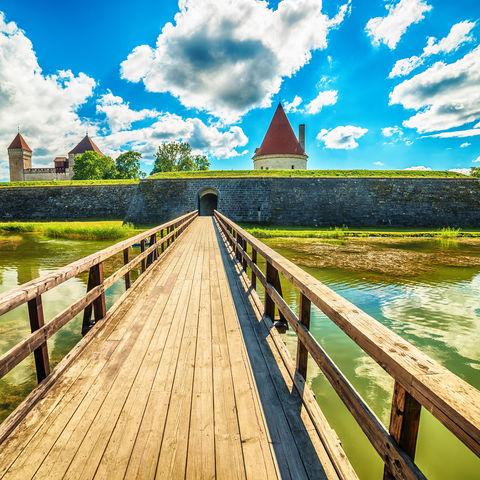 Weg zur bischöflichen Burg in Kuressaare (Arensburg), Saaremaa, Estland, Estland