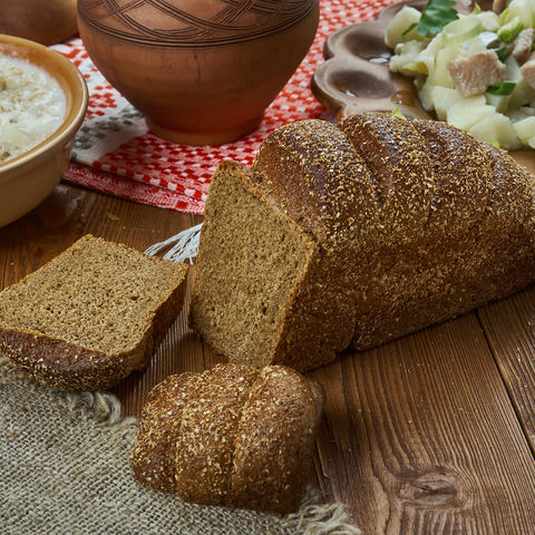 Nationalgericht der Letten: das traditionelle Brot Rupjmaize, Baltikum