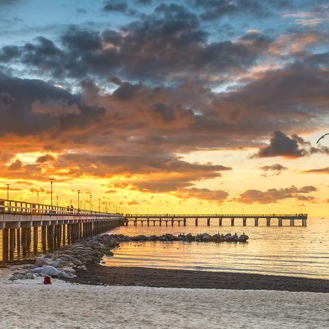Sonnenuntergang am Pier in Palanga, Litauen, Litauen