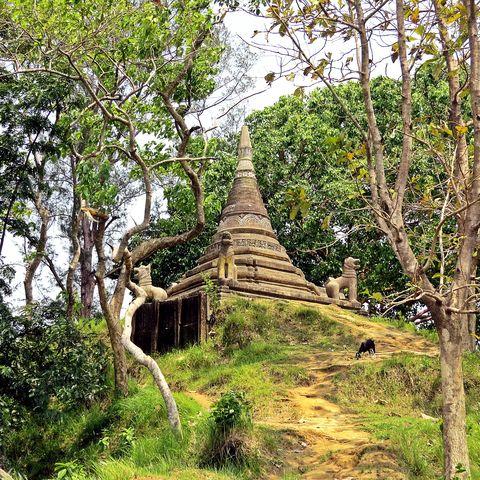 Adinath Tempel auf dem Gipfel des Mainak Hügels, Maheshkhali Insel, Cox's Bazar, Bangladesch