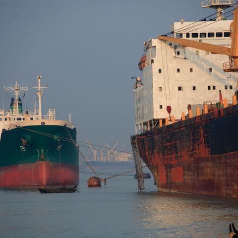 Schiffe im Hafen von Bangladesch, Bangladesch