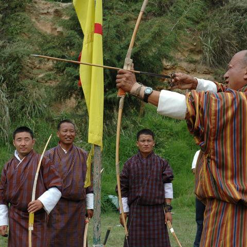 Beim Bogenschießen, Bhutan