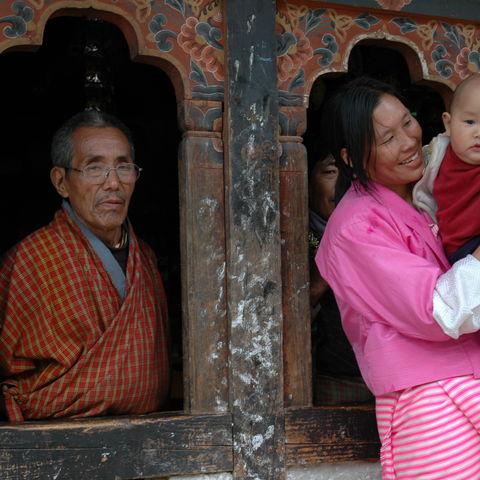 Familie mit Baby, Bhutan