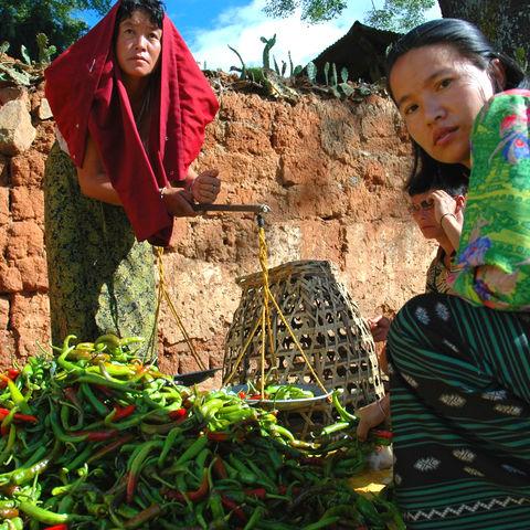 Frauen auf dem Markt, Bhutan