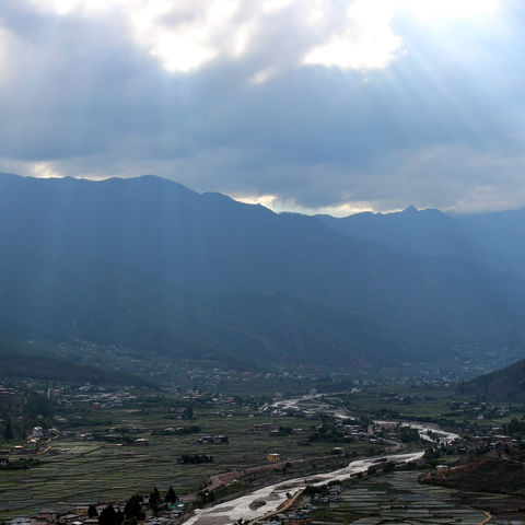 Sonnenaufgang über dem Tal, Bhutan