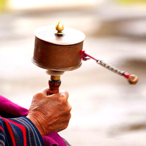 Schwingende Gebetsmühle, Bhutan