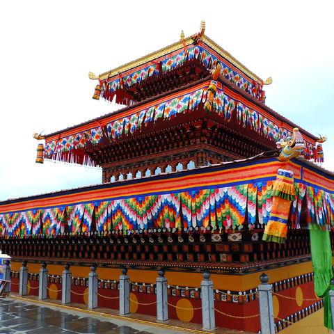 Der Tempel, der zu Fuße des 51 m hohen, goldenen Buddha Dordenma gelegen ist, Thimphu, Bhutan