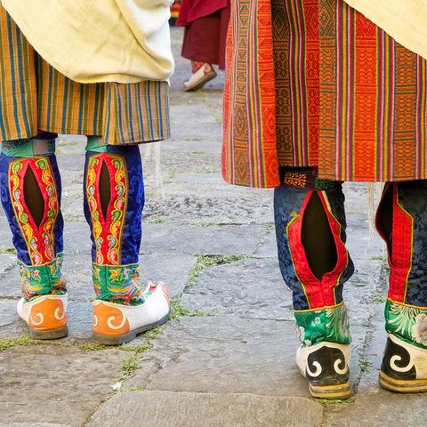 Traditionelle Stiefel auf einem der vielen Feste, Bhutan