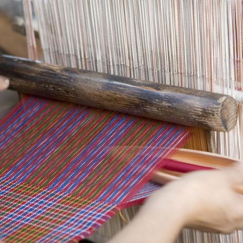 Yatras Herstellung in einer Weberei, Bhutan