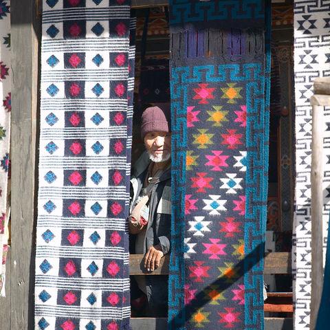 Besuch in der Weberei, Bhutan