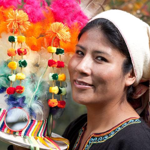 Bolivianerin mit Kopfschmuck © Thinkstock, iStockphoto