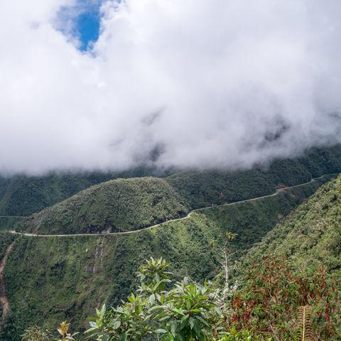 Serpentinen nahe La Paz, Bolivien