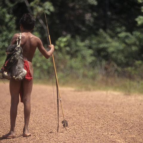 Ureinwohner nach erfolgreicher Jagd, Brasilien