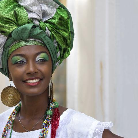 So kleiden sich traditionell die Baianas, Frauen aus Salvador de Bahia © Rodrigolab, Dreamstime.com #TITEL 1: Bunt und farbenfroh #TITEL 2: So kleiden sich traditionell die Baianas, Frauen aus Salvador de Bahia