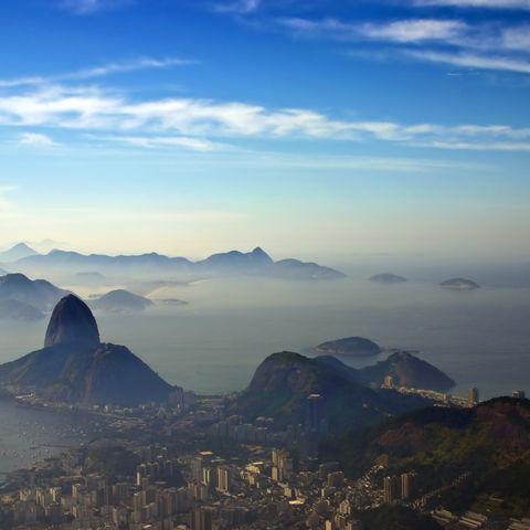 Zuckerhut eingehüllt in morgendlichen Nebelschwaden, Brasilien