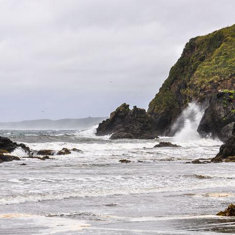 Felsenküste bei Ancud auf Chiloé, Chile