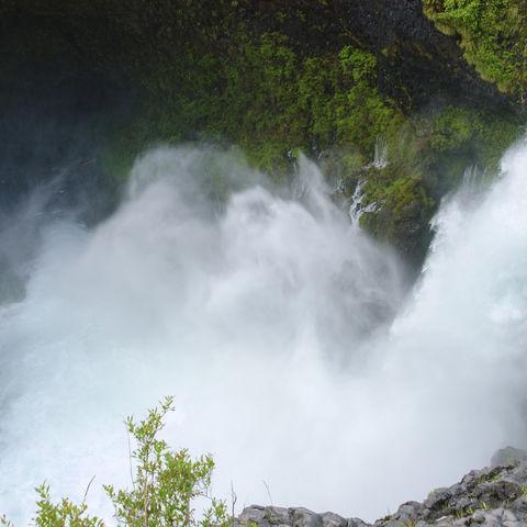 Huilo Huilo Wasserfall im gleichnamigen Park, Chile
