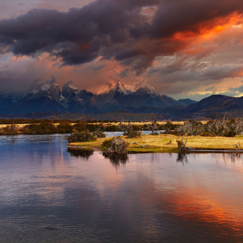 Sonnenaufgang im Torres del Paine Nationalpark, Chile
