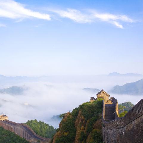 Die chinesische Mauer im Morgennebel, China