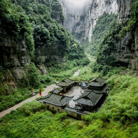 Spektakuläre Felsformationen: Wulong Karst National Geology Park, Chongqing, China