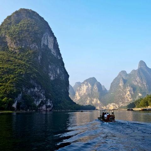 Beeindruckende Bergformationen in Yangshuo, China