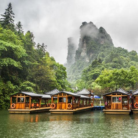 Zwischen Bergen gelegen: Baofeng See, Wulingyuan, Zhangjiajie National Forest Park, Hunan, China
