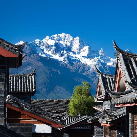Lijiang und die Kulisse des Jadedrachenschneeberges, China