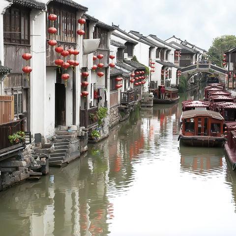 Das Venedig Chinas: Suzhou mit seinen Brücken und Kanälen, China