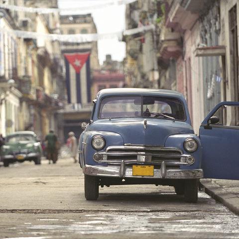Typscher Blick über eine kubanische Straße, Kuba
