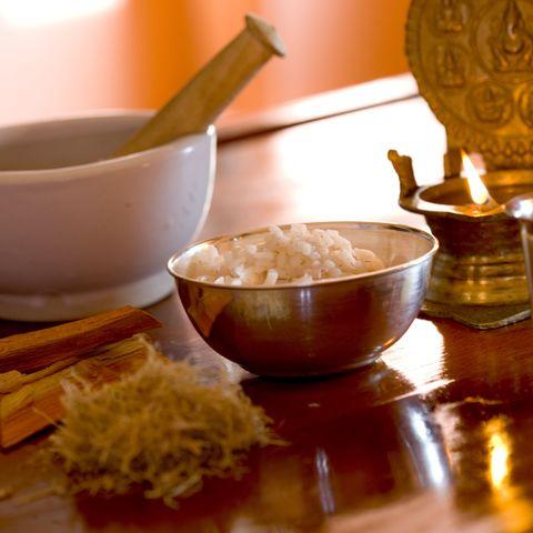 Traditionelle Kräuter und Gewürze @ NEUE WEGE, Ayurveda