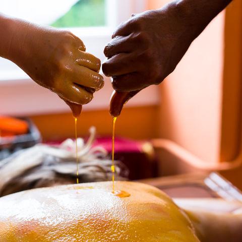Ayurveda Behandlung mit Öl@NEUEWEGE, Ayurveda