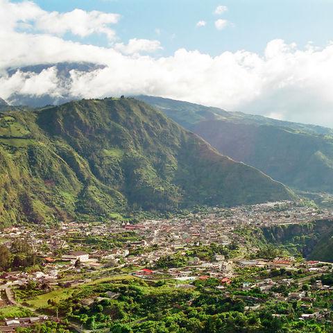 Der lebhafte Wallfahrtsort Baños, Ecuador
